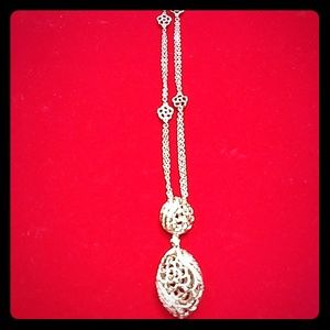 Jewelry - ❤️ Day Sale! Oval and Round necklace